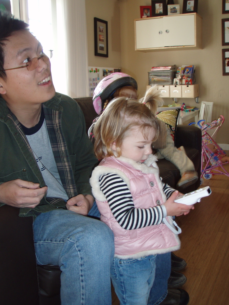 Ava_learns_to_play_the_wii