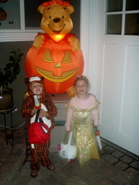 Trick_or_treating_halloween_night_2